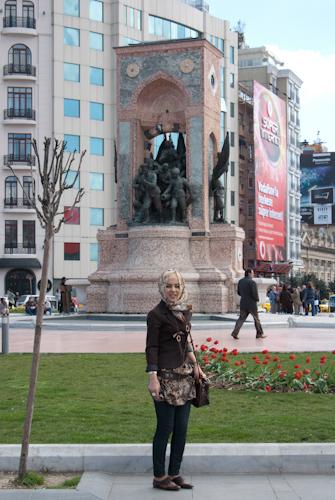 2011-04-22 02 Istanbul - Piata Taksim