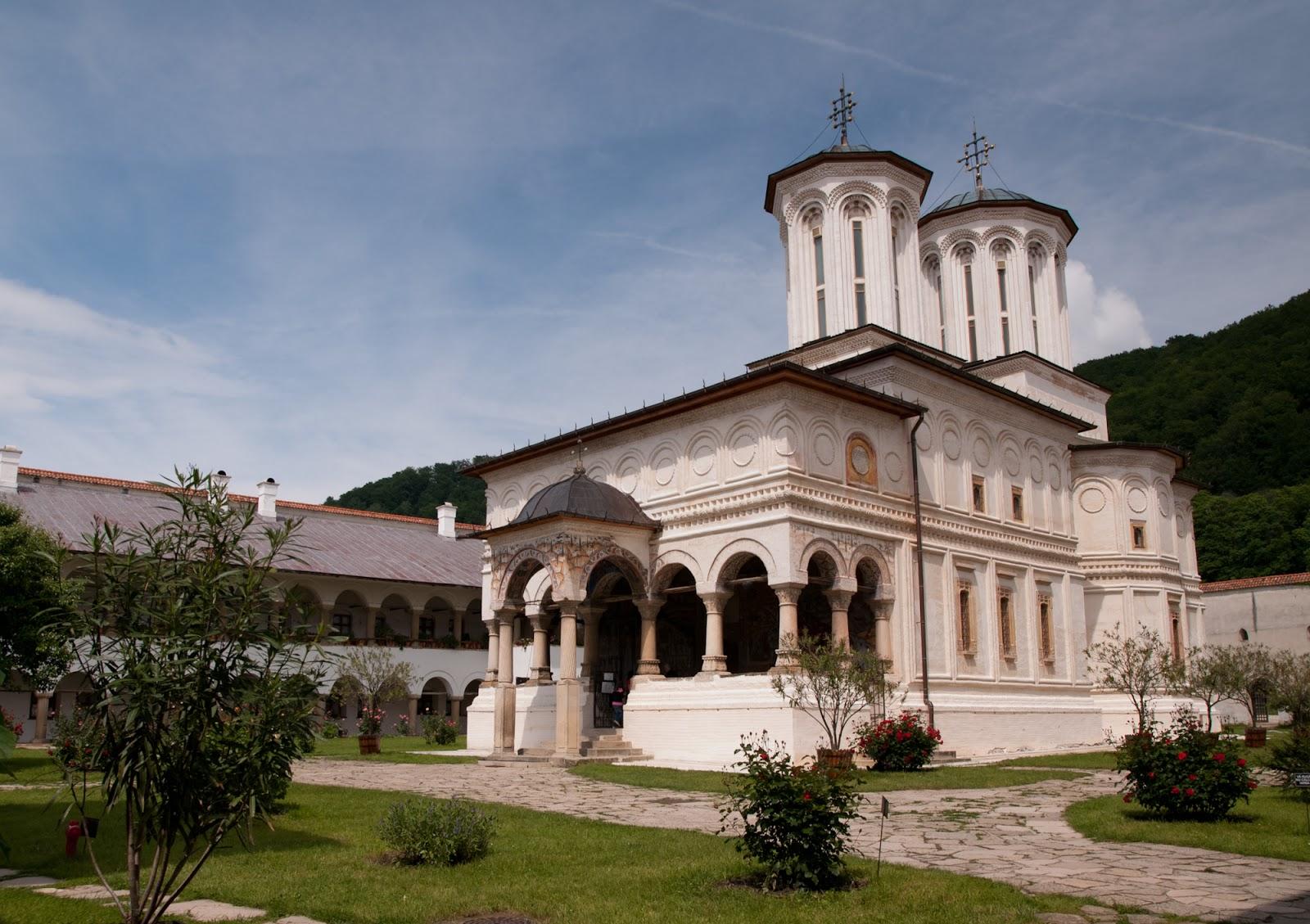 2011-06-1057manastireahorezu2