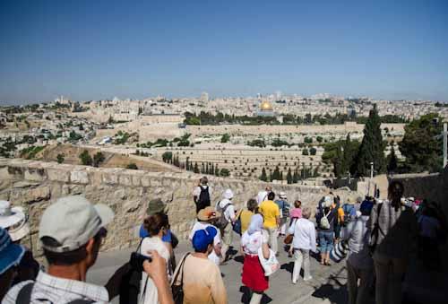 2013-05-27 16 Ierusalim - Muntele Maslinilor - Drumul Floriilor - Din Betania spre Ierusalim
