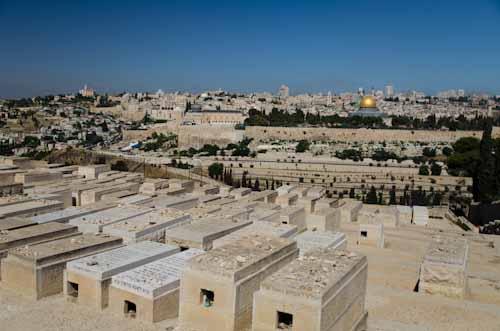 2013-05-27 18 Ierusalim - Muntele Maslinilor - Drumul Floriilor - Din Betania spre Ierusalim