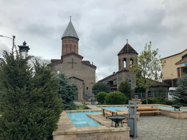 Biserica din buricul târgului