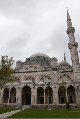 2011-04-25 32 Istanbul - Moscheea printului - Din zona de rugaciune a femeilor