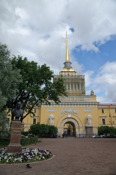 2014-06-25 13 Sankt Petersburg - Pe langa Amiralitate