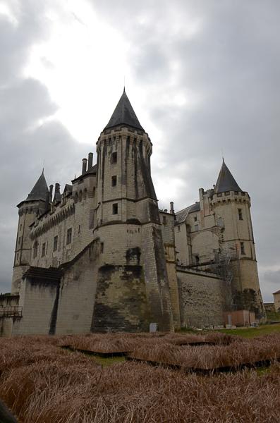în curtea castelului
